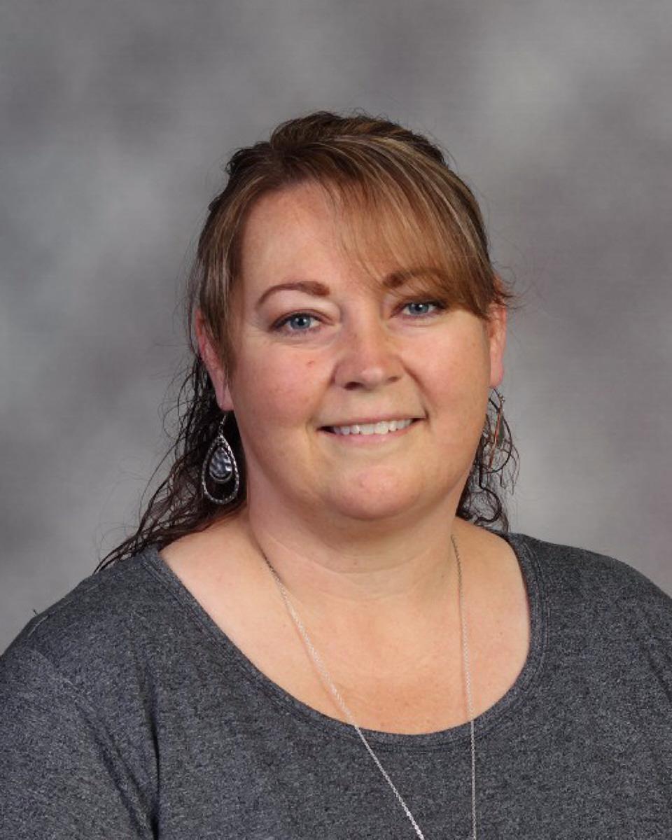 Alena Ogden : Librarian/Media Center
