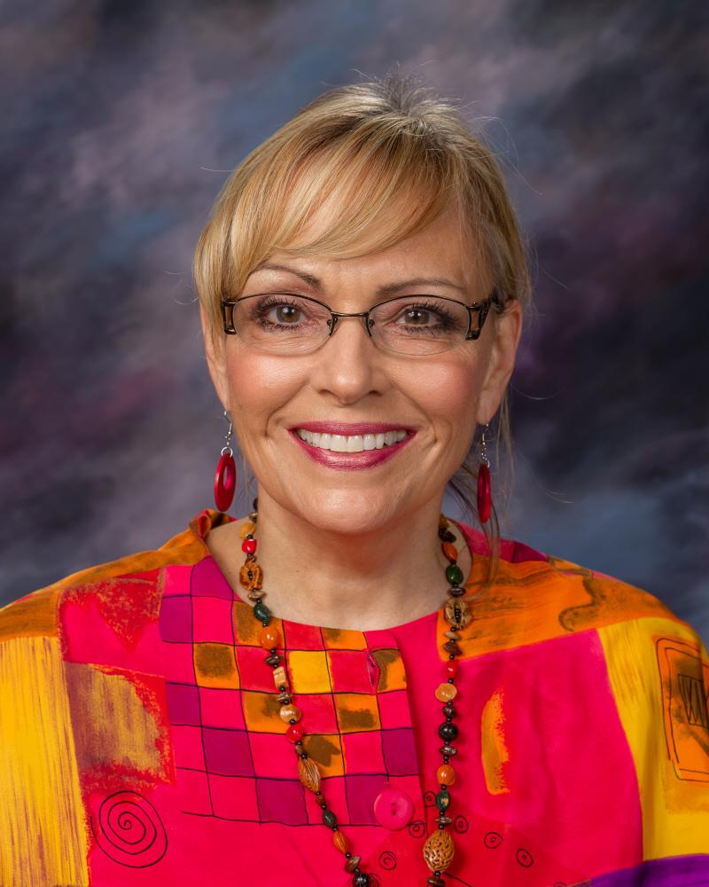 Kelly McDonald : Art Teacher