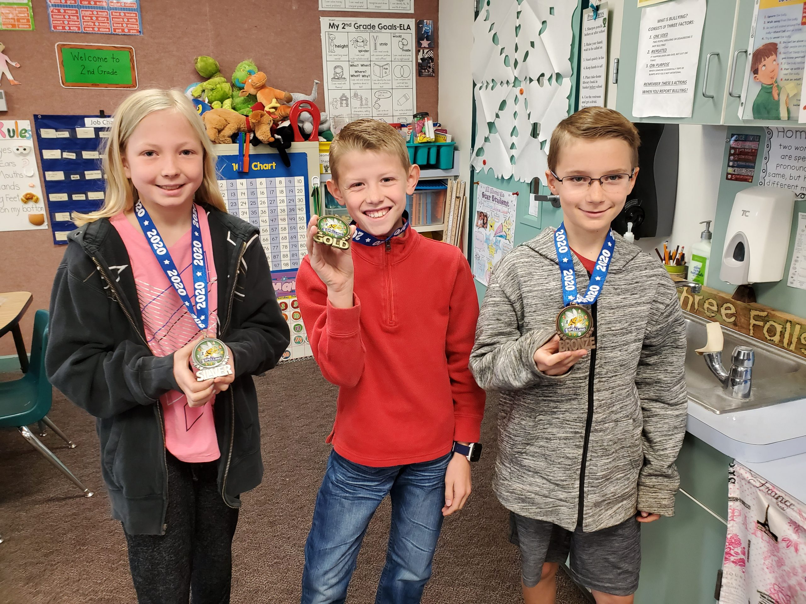 2020 Spelling Bee Winners Pose With Medals